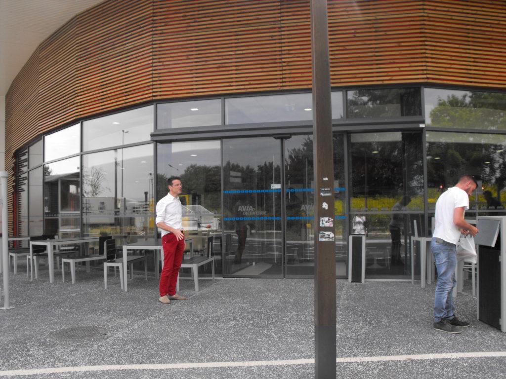 DUTHOIT MENUISERIES LILLE-PORTE -MENUISERIES ALUMINIUM-Professionnels - menuiserie - mur rideau - facade rideau station service - photo diapo